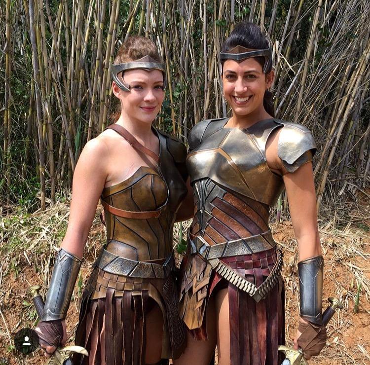 Gal Gadot and Caitlin Dechelle (Wonder Woman) ile ilgili görsel sonucu